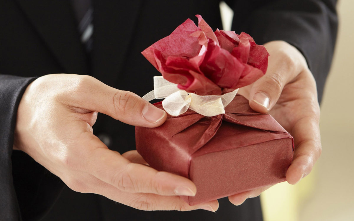 How to Create a lasting Impression on Your Clients Through Gifts